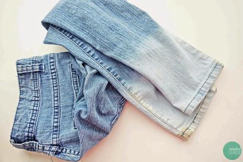 Costure ou cole miçangas e pedrarias de sua preferência, e com as cores também de sua preferência
