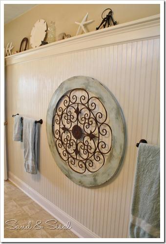 Garden medallion on bead board wall (2)
