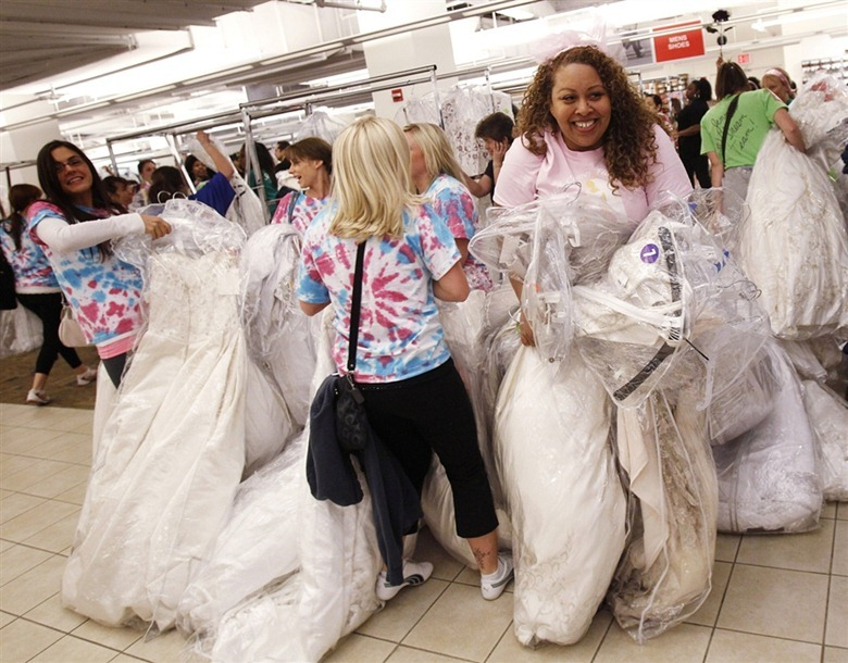Running of the Brides\' in New York City   Amusing Planet