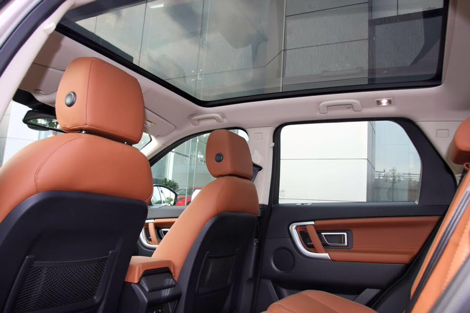 Nội Thất Xe Land Rover Discovery Sport màu vàng cát 06