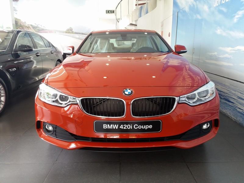 Ngoại thất xe BMW 420i Coupe màu đỏ 01