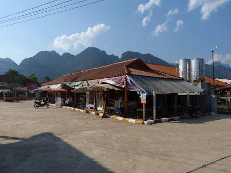 Transport Laos: autogara din Vang Vieng