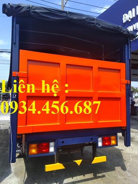 Thùng chuyên chở trâu bò đóng trên xe Hyundai HD120sl