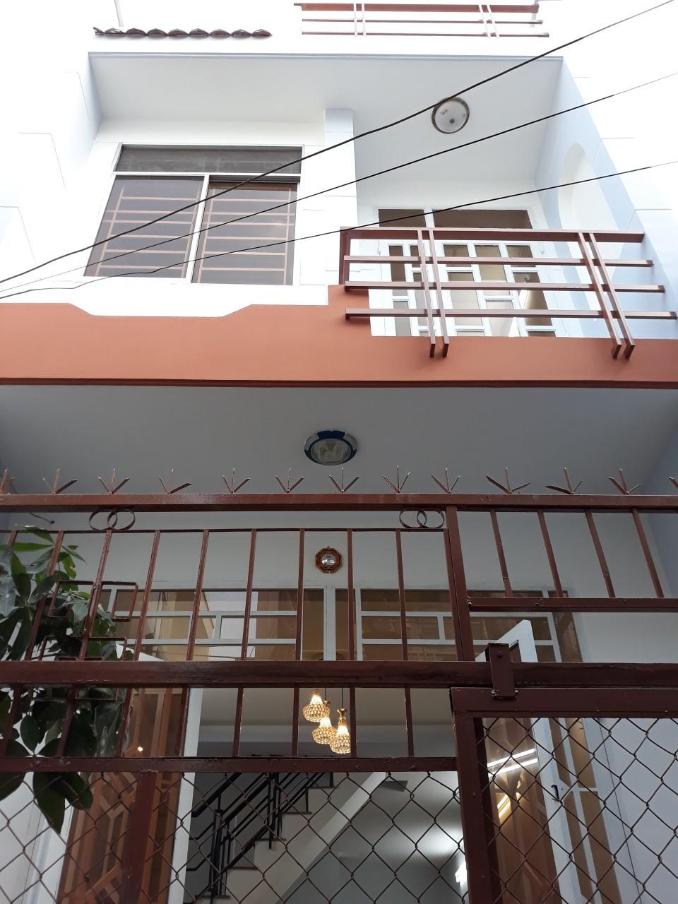 Bán nhà hẻm Nguyễn Ngọc Nhựt Quận Tân Phú, hẻm 1 sẹc, diện tích 4m x 10m, 1 trệt 1 lầu, giá 2,75 tỷ TL nhẹ.3