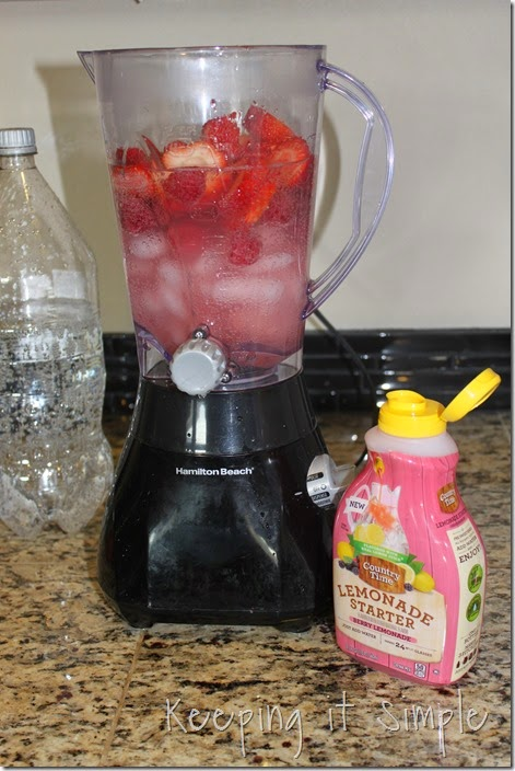 #ad Amazing-Berry-Lemonade-Slush #PourMoreFun (5)