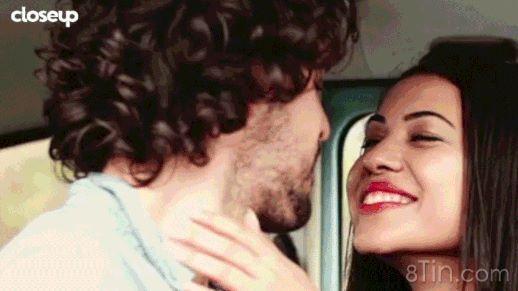 1 nụ hôn trong 10 phút trao đi 80 triệu lợi khuẩn