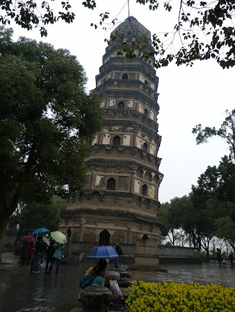 Obiective turistice China: Turnul inclinat din Suzhou