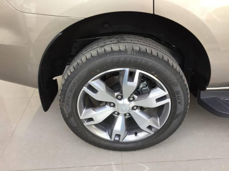 Xe Ford Everest 7 chỗ 2018 màu đen 07