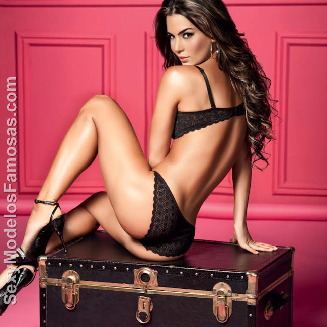 Natalia Velez Sexy Lenceria Besame Foto 23