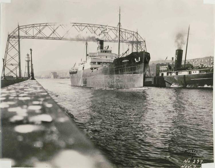 Duluth. Lunes 8 de noviembre de 1920. 1 30 p.m. El JOSEFA partiendo hacia España.Fr. Edward J. Dowling, S.J. Marine Historical Collection, University of Detroit.jpg