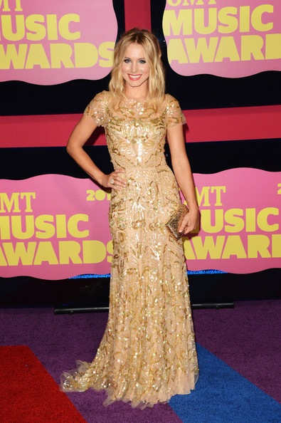 Kristen Bell arrives at the 2012 CMT Music awards