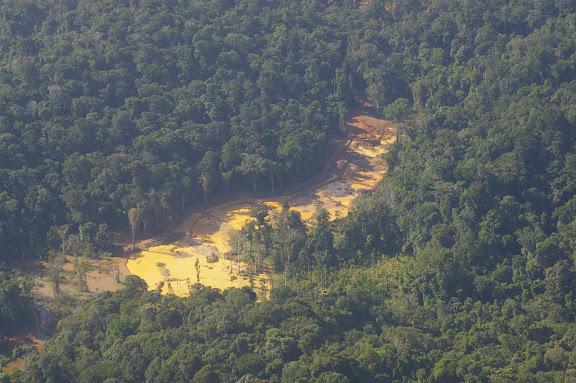 Orpaillage près de Maripasoula (Guyane). 29 novembre 2011. Photo : J.-M. Gayman