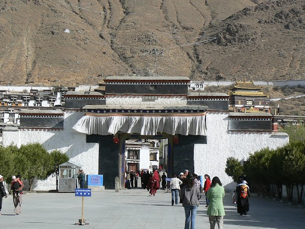 Obiective turistice Tibet: Manastire Shigatse.JPG
