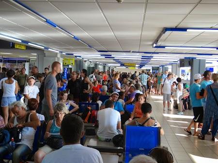35. Sala de asteptare - aeroportul Corfu.JPG