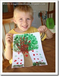 Apple Hand ARt #preschool #fall #handart
