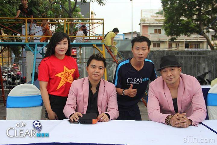 Để hòa chung tinh thần cổ vũ cho đội tuyển U21 Việt