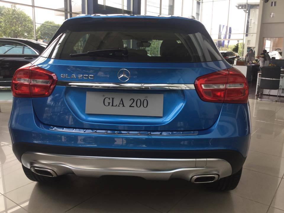 xe Mercedes Benz GLA200 2017 màu xanh 03