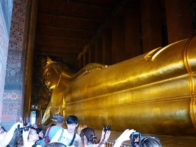 Obiective turistice Bangkok: Statuia lui Buda inclinat