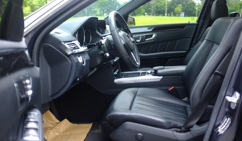 Nội thất xe Mercedes Benz E250 cũ màu xám 08