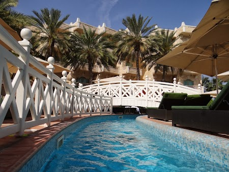 Obiective turistice Oman: Piscina la Hyatt