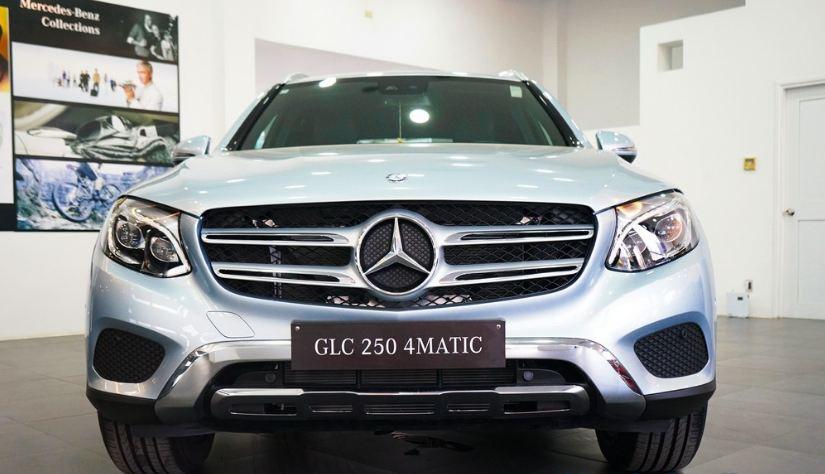 Xe Mercedes GLC 250 4Matic màu bạc 03