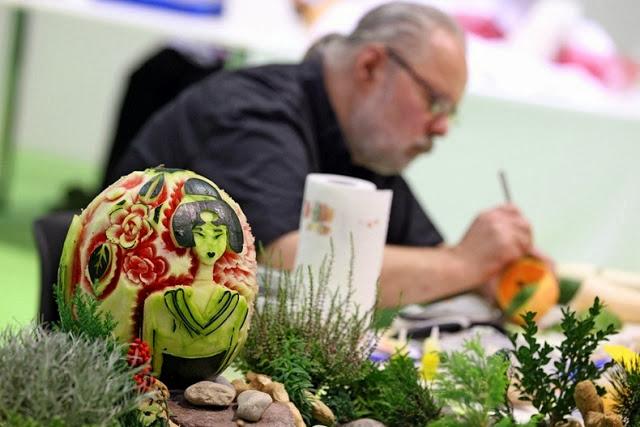 فن النحت علي الخضراوات والفاكهة بطريقة ابداعية - أخبار وطني