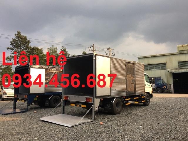 Xe tải Hyundai 110s thùng kín bửng nâng