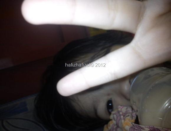 bayi comel minum susu