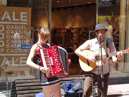12. Cantareti pe strada in Montevideo.JPG