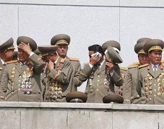 Tại sao sĩ quan Bắc Hàn có nhiều huy chương?