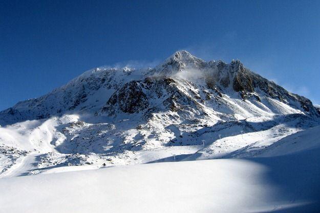 Skiers on Val Thorens Ski area