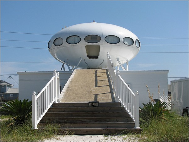 Pensacola Beach's Spaceship House 01