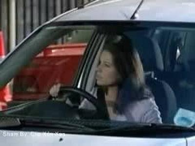 Đừng có bao giờ Khinh thường phụ nữ lái xe :3