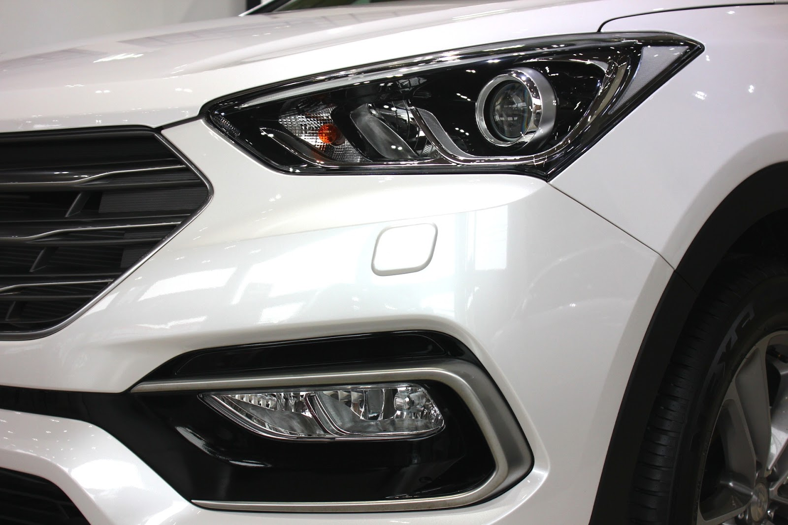 Xe Hyundai Santafe 7 Chỗ máy xăng màu trắng 09
