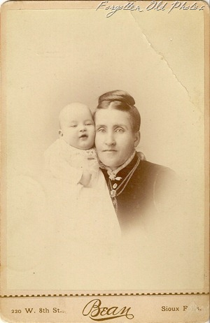 Mother and Baby Sioux Falls Soloway Antiques Cab card