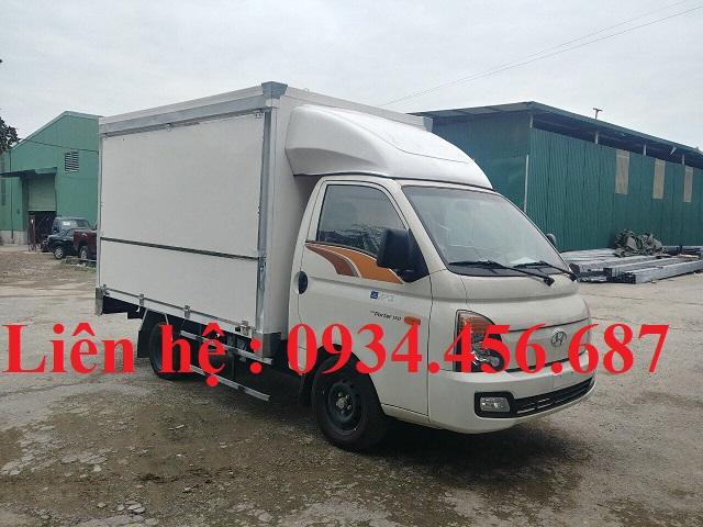 Xe tải Hyundai H150 thùng cánh dơi