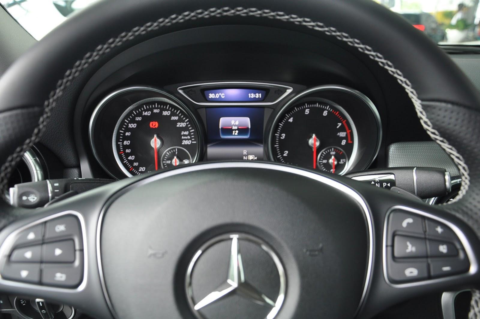 Nội thất xe Mercedes Benz CLA 200 New Model màu nâu 03
