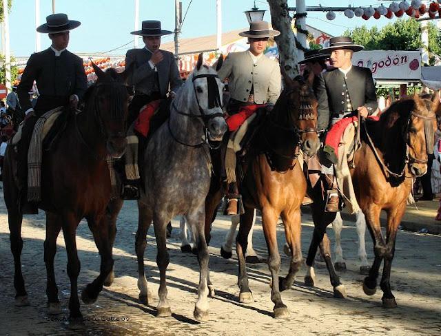 Paseo de caballos. sabado de Feria de Abril, 2009. Sevilla