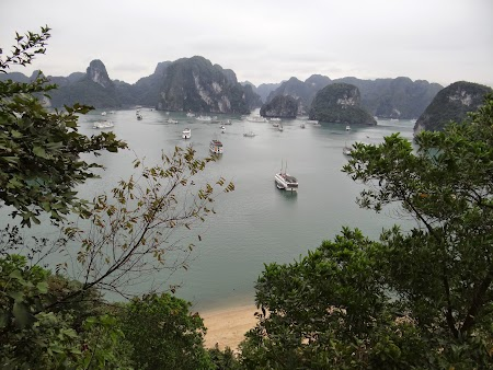 39. Panorama Halong Bay.JPG