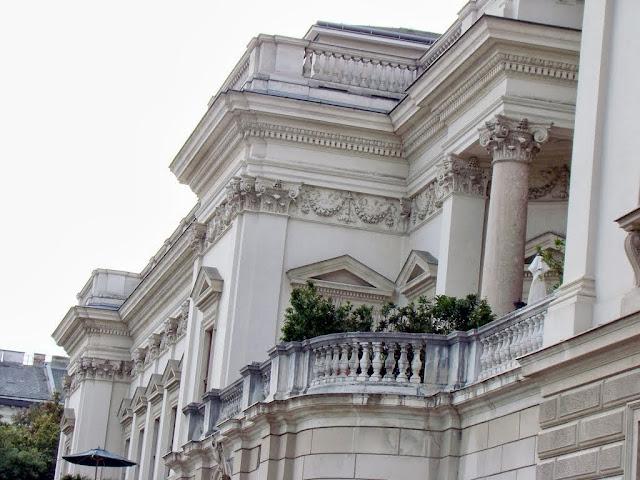 Imagini pentru Palatul Liechtenstein