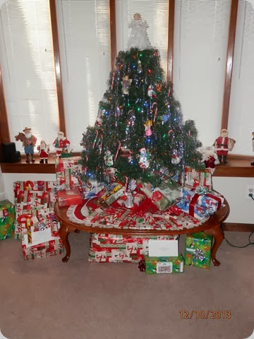 2013 Christmas tree with gifts