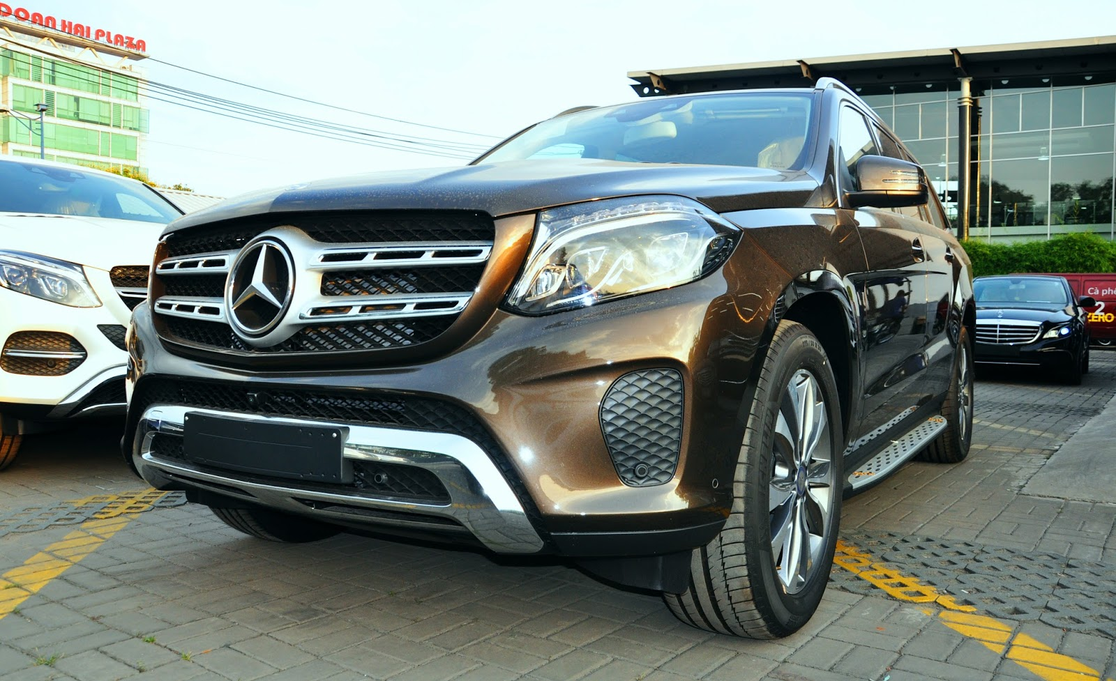 xe Mercedes Benz GLS 400 thế hệ mới 02