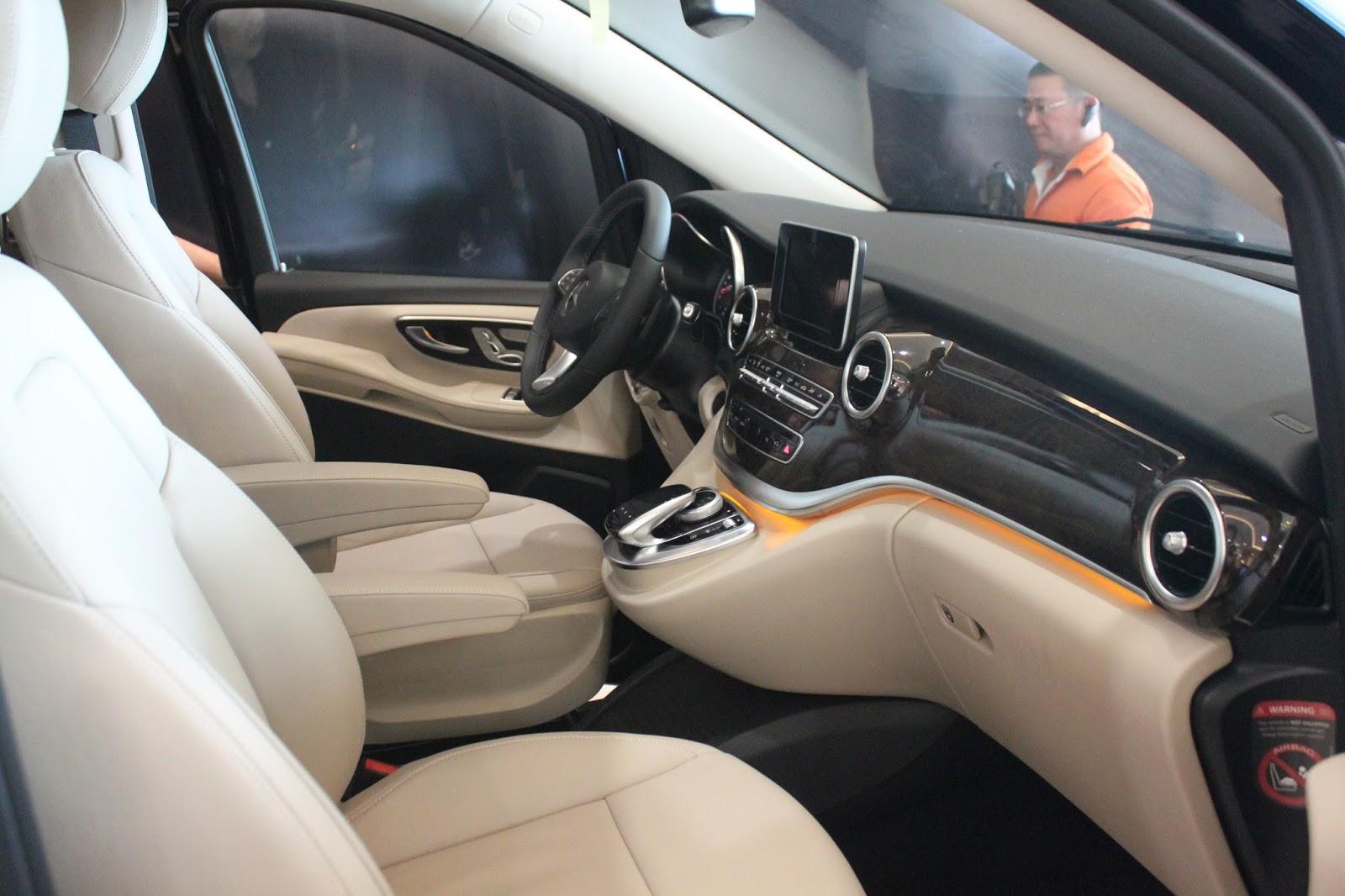 Nội thất xe Mercedes Benz V250 Avantgarde Máy Xăng màu trắng 04