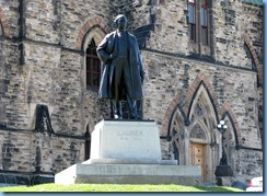6614 Ottawa - Parliament Buildings grounds - statue of Sir Wilfred Laurier