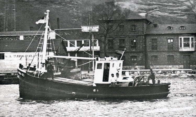 El CAMPSA R-1 en la ria de Bilbao. Del libro Cincuentenario de la Flota del Monopolio de Petroleos. 1927-1977.JPG