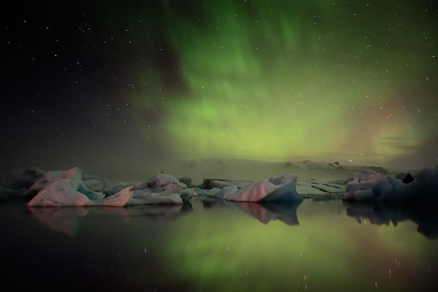 Northern lights over Jökulsárlón by Magnús Möller - Landscapes Weather ( iceland, fog, ice, northern lights, aurora borealis, glacier national park )