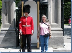 6398 Ottawa 1 Sussex Dr - Rideau Hall - Ceremonial Guard (and Karen) peforming sentry duty