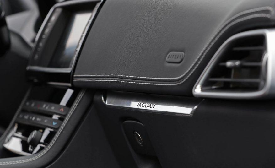 Nội thất xe Jaguar F Pace new model 016