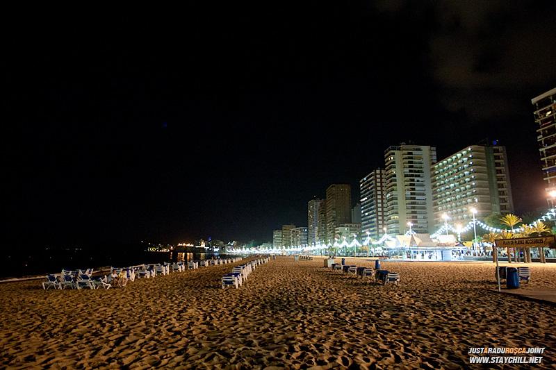 Plaja din Benidorm e minunata pe timp de noapte