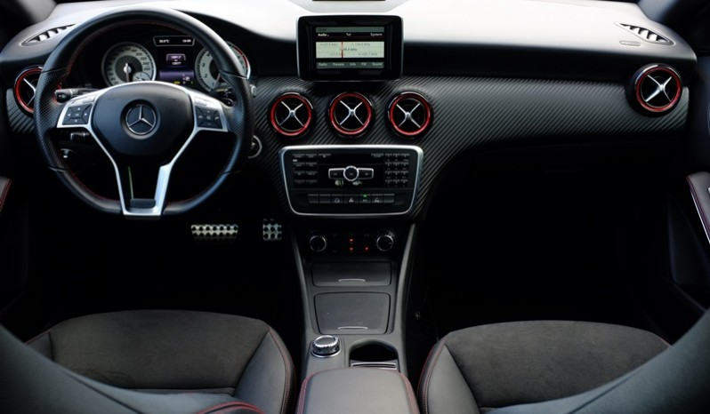 Nội thất xe Mercedes cũ A250 AMG 2014 màu xanh 01